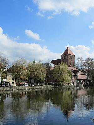 Blick über den Mühlenteich zur Stadtkirche