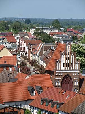 Blick vom Kirchturm aufs Rostocker Tor